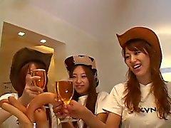Japanese girls zu ficken weißen Hahn in der group sex 2