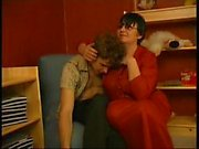 Grannyen kanalen - Pojke Seduced by kort mörkt håret Fet fult Gammal kvinna glasögon