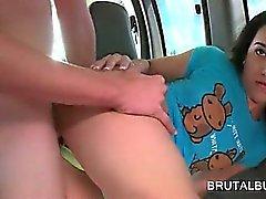 Teen pene hambre muchacha obtiene jodido fuerte y profundo de la bus