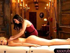 Секси массажистки Shyla Дженнингса массировал ее клиентов письки