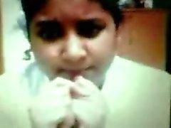 Siddheswari Girls College Nyma Orthy zeigt Brüste mit Knutschfleck