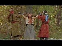 Comtesse Enjoys Dans fraîches lesbiennes esclaves