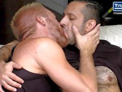 Hunk Bearded Blonde Takes Cock Uncut de Hairy Muscle Stud