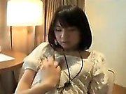 Linda asiática adolescente va a casa a comer y obtiene su cunny tocado