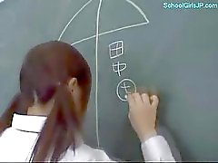 Estudante que pechugóa nova Dando a Dedilhando própria