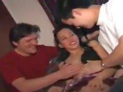 STP7 Filipino Teenie genießt ihre ungeteilte Aufmerksamkeit!