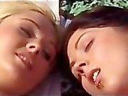 Deux lesbienne sur la plage