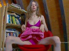 Gloria Streifen im Pose nackt