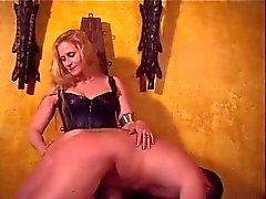 Geliebte Amberle verhauen Sklavinnen Arsch
