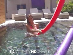 FantasyHD - BlowJob en la piscina de Michelle Martinez