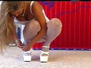 Большая синица девочка белых атласных трусики , корсете , и чулок