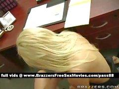 Ofiste azgın sarışın sürtük