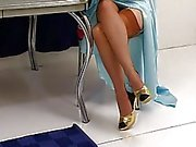 Justine Joli met à nu dans une mode classique
