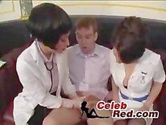 Medico ed dell'infermiera Prendendo sperma Sample partire da timida Ragazzo che medico