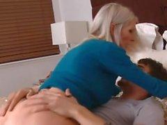 блондин преподаватель Эммы Стар трахать ее студент