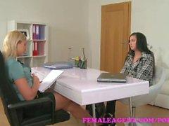 FemaleAgent . Onanerar Skönhets få agent fuktig i önskan