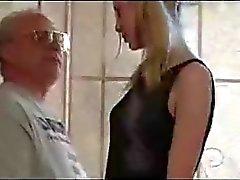 Adolescente que linda del Pigtail seducidas por Old Man
