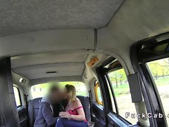 Aldatma kız arkadaş taklit taksi içinde anal dener