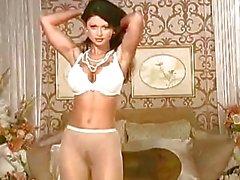 Горячая красотка Веронике Земанова срыва и создает ей горячее тело на ее кровати