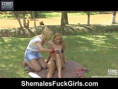 Thais & Julia tranny garota atormentando em vídeo