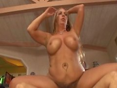 Guy titty baise blonde