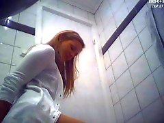 Brunette любительские подросток туалетной задницу Срытая Камера вуайерист