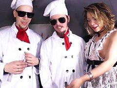 Le steak Et Blowjob - German de filles Offrant une BJ Au Van