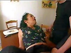 Franska mogna maid uppfyller 2 pojkar - Rayra