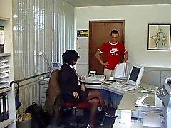 Domestiche scopata in ufficio