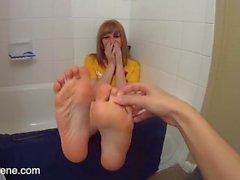 Nettes jugendlich Füße kitzeln
