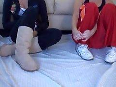 Fare doppio sega con i piedi