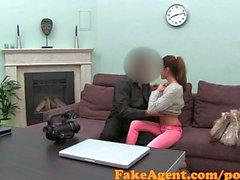 FakeAgent Student старается анальные в литье