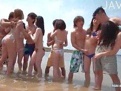 Japanischen Gruppensex am Strand
