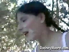 Lena krijgt een openbare Rodney Blast in het Park