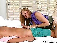 Busty Matures de Julia Anne enseigne étudiant comment baiser comme un pro