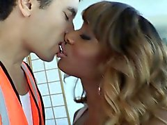 Amateur tgirl barebacking y facializing chico