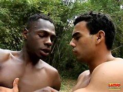 Higor Negrao ve Poax Lenehan kesinlikle sıcak sigara içiyorlar