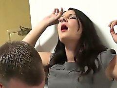 Брюнетка зрелая телка Sopie Гарсия получает впрыскивая впервые