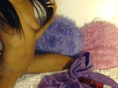 Ebony beauté avec des jouets - ENVEEM COM