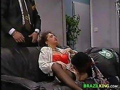 Del pulcino brasiliani sbattuto da Grande gallo nero