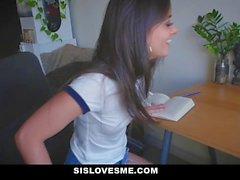 SisLovesMe Big Ass Sis precisa de ajuda com a lição de casa