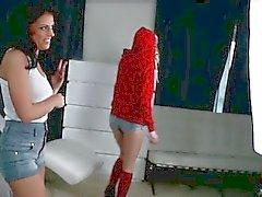 Ein leidenschaftliches Teenager Lesben -Duo ziemlich Chloe und Adriana