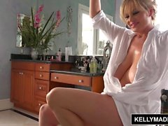 KELLY MADISON Todos Wet Descansando en el Baño