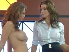 Putas de Emily Addison y Heather Vandeven ensucie alrededor