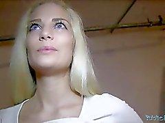 Pubbliche dell'agente di POV bellezze bionde Creampie ( uuu )