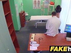Fake Hospital tjeckiska läkare cums över kåta fusk wifes trånga fitta
