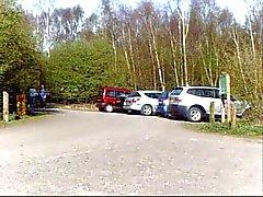 Pandora neukt geishapop in land parkeergarage