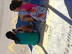 ejacular por trás adolescentes na ponto de ônibus