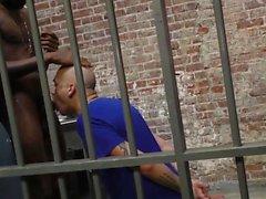prisioneiro branco monta bbc