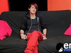 Да встроенный Emo моргание Andy Kay обеспечивает его член хорошее втирание